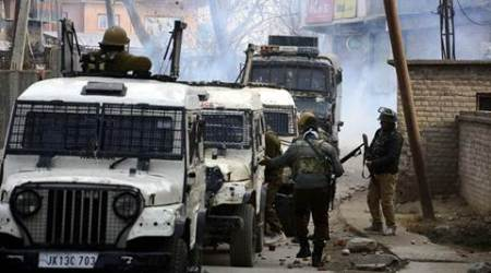 Kashmir: Militants rob Rs 11 lakh from bank inPulwama