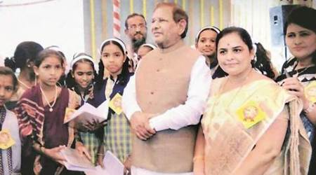 Sharad Yadav praises students of PMC-run school