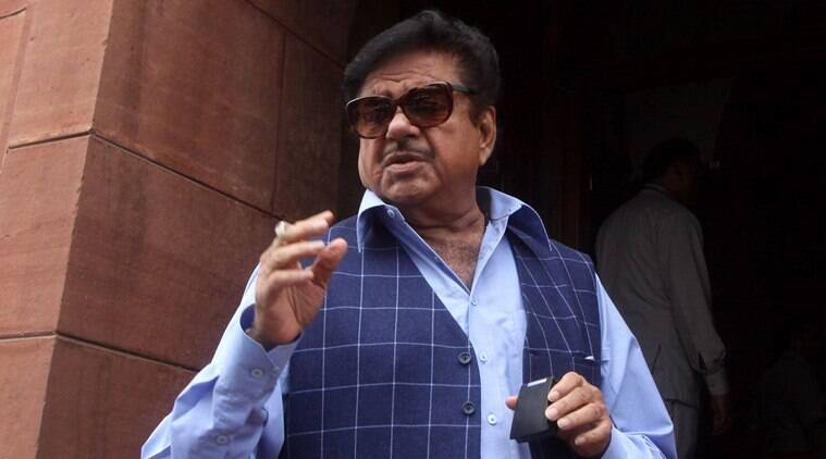 Shatrughan Sinha, kader khan, happy birthday kader khan, Shatrughan Sinha kader khan bday wish, Shatrughan Sinha trolled for self photo, bollywood news, funny news, viral news, indian express