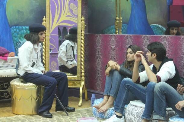 bigg boss 10 highlights, bigg boss 10 yesterday episode, rohan priyanka fight, priyanka spits onm rohan, priyanka jagga