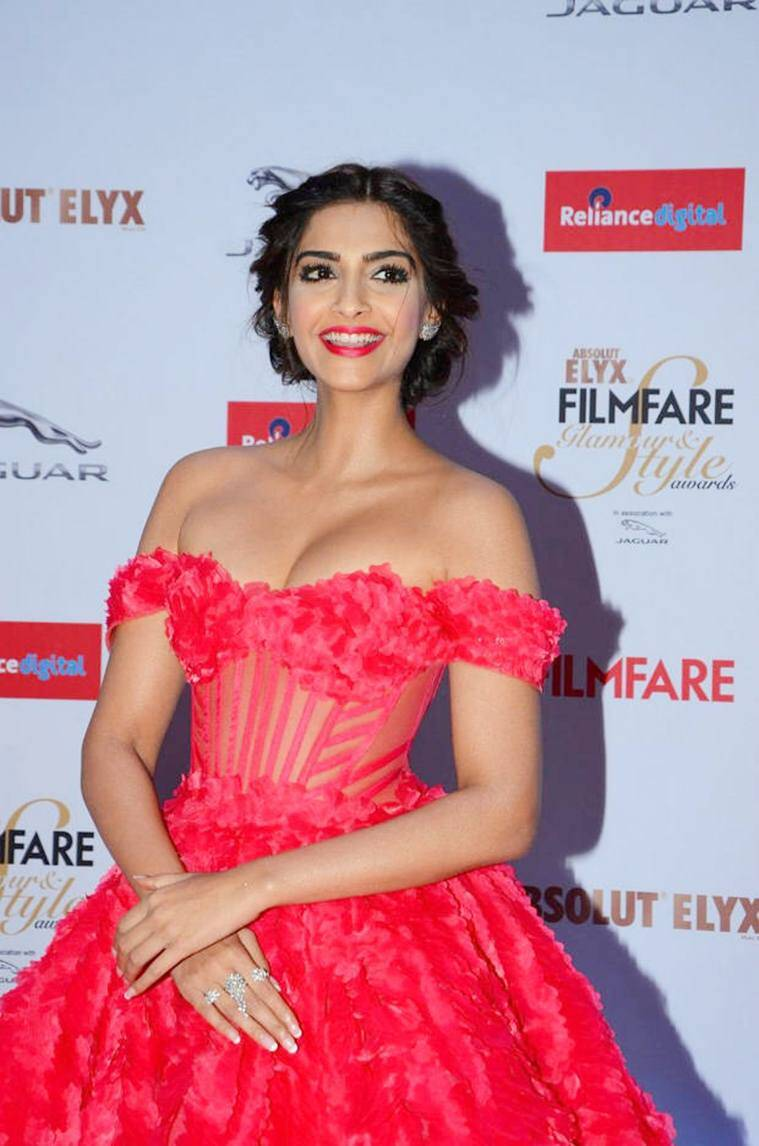 Latest Sonam Kapoor Photos New Find Quotes Beautiful