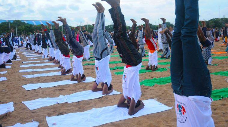 yoga, yoga postures, yoga guinness world record, yoga siraasanas, yoga world festival, yoga world festival guinness record, yoga festival guinness record, guinness record headstands, guinness records most number of headstands at the same time, indian express, indian express news, indian express lifestyle, fitness