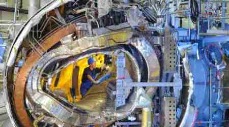 fusion reactor, star in jar reactor, clean energy, Wndelstein 7X, fusion energy device, stellerator, hydrogen plasma reactor, fission reactor, largest stellerator, science, science news