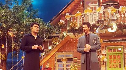 On The Kapil Sharma Show, Shah Rukh Khan dances to Raees' Laila Main Laila