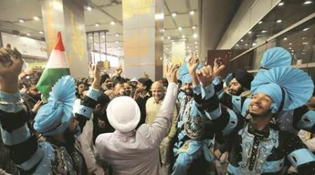 AAP welcomes NRI team with Bhangra and pep talk