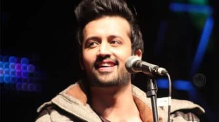Atif Aslam stops concert to save girl frommolestation