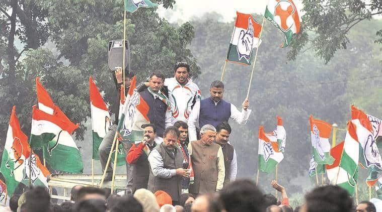 demonetisation. anti demonetisation proest, congress protest in punjab, punjab congress, prime minister, modi, narendra modi, former railway minister, pawan kumar bansal, chandigarh news, india news