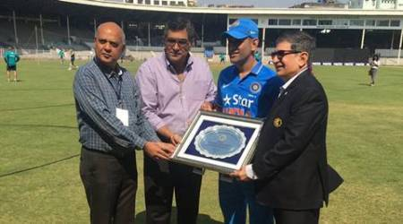 ms dhoni, dhoni, dhoni cci, dhoni india a, dhoni warm up match, ms dhoni cricket club of india, ms dhoni warm up match, ms dhoni resigns, ms dhoni captain, cricket news, sports news