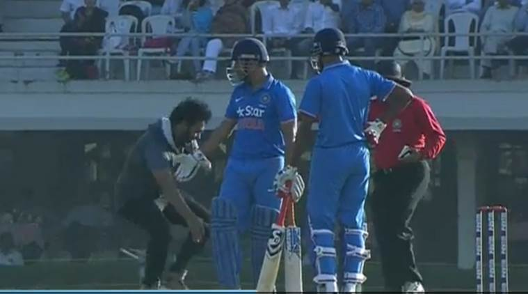 dhoni, dhoni intruder, man touches dhoni's feet, dhoni innings, india a vs england, india vs england, cricket news, sports news