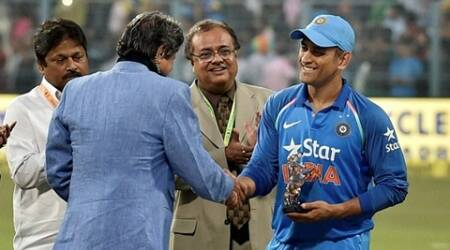 Dhoni felicitated by Kapil, Ganguly at Eden Gardens