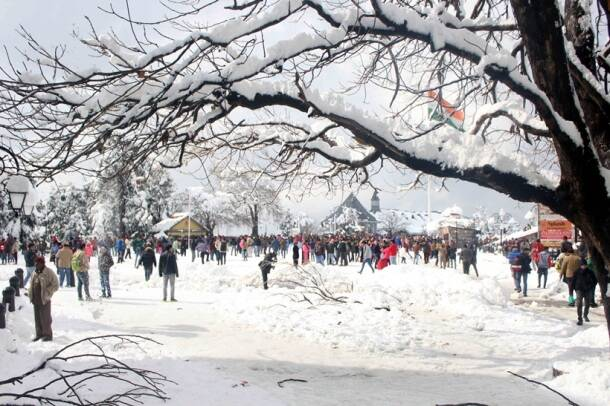 shimla, shimla snowfall, snowfall in shimla, himachal pradesh snowfall, shimla parwanoo national highway, snowfall in north india, first snow of 2017, shimla snowfall damage, shimla ISBT bus, shimla news, weather news, delhi, chandigarh, himachal news, north india weather news