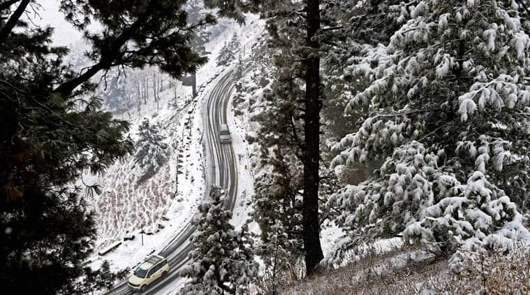 Kashmir, valley, Gulmarg, Kashmir snow, Kashmir snowfall, valley snowfall, Gulmarg snowfall, Gulmarg snow, Gulmarg Cold wave, india news