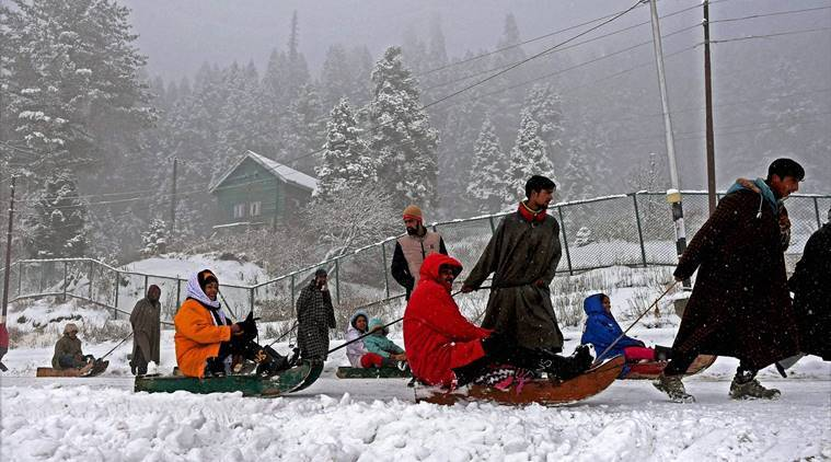 Kashmir, valley, Gulmarg, Kashmir snow, Kashmir snowfall, valley snowfall, Gulmarg snowfall, Gulmarg snow, Gulmarg Cold wave, india news