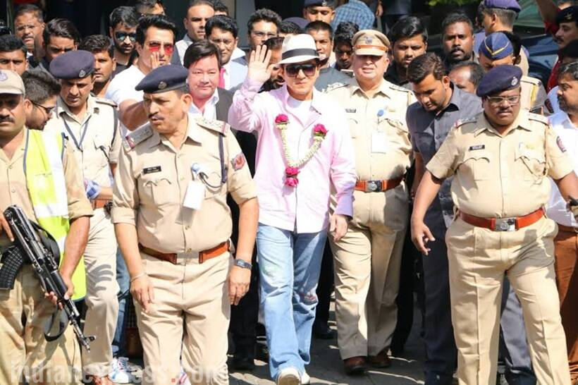 Kung Fu Yoga: Jackie Chan gets Indian welcome amid fans and flowers in  Mumbai | Entertainment Gallery News, The Indian Express