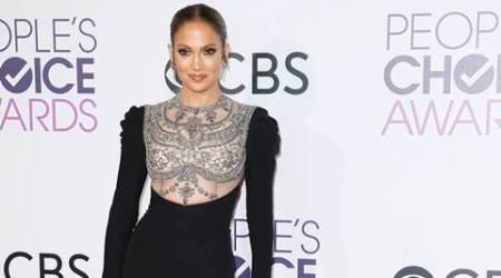 Jennifer Lopez arrives at the People's Choice Awards 2017 in Los Angeles