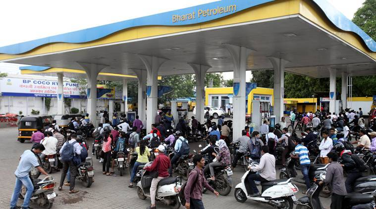 Petrol pumps, MDR issue, merchant discount rate, banks, banks-petrol pumps, petrol pumps to stop accepting card payments, card payments, digital India, demonetisation, demonetisation effects, RBI, India news, Indian Express