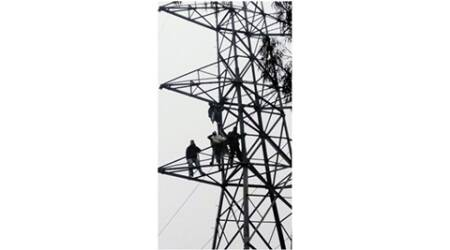 Jalalabad: Protesting linemen climb atop high-tension electricity tower, power cutoff