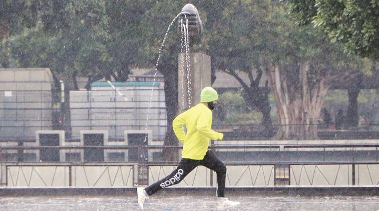 delhi weather, delhi rain, rain in delhi ncr, met dept, weather dept, delhi weather prediction jan 2017, chandigarh weather, delhi trains delayed, delhi flights delayed, delhi news, indian express
