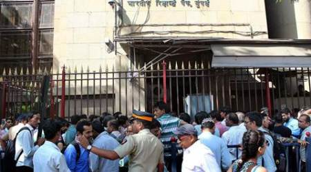 Mumbai: Protests outside RBI branch as bank refuses to accept old notes