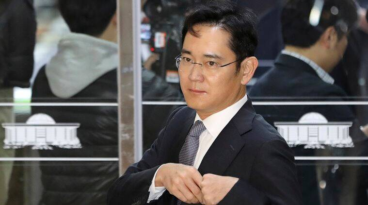 samsung, samsung heir, south korea, samsung heir questioned by south korea, samsung bribery case, south korea political scandal, sumsung heir marathon bribery, south korean prosecutors, samsung graft case, samsung president, Park Geun-Hye, samsung electronics, samsung vice president