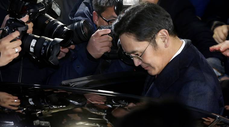 Samsung Electronics vice chairman Jay Y. Lee is surrounded by media as he leaves the office of the independent counsel in Seoul, South Korea, January 13, 2017. Kim Do-hoon/Yonhap via REUTERS ATTENTION EDITORS - THIS IMAGE HAS BEEN SUPPLIED BY A THIRD PARTY. SOUTH KOREA OUT. FOR EDITORIAL USE ONLY. NO RESALES. NO ARCHIVE.