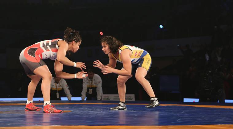 SakshiMalik wrestles to narrow victory over Sarita Mor. (Source: Vinay Siwach)
