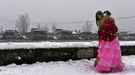 Srinagar- Jammu national highway, Jammu and Kashmir-heavy snowfall, J-K snowfall, Kashmir avalanche, avalanche warning in Kashmir, India news, Indian Express