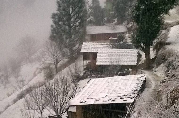 Chamba: Houses covered with snow in Bharour, 60km away from Chamba on Friday. Heavy snow having in higher ranges of Himalyan in Himachal pradesh. photo shailesh bhatnagar -- Rgds. Shailesh Bhatnagar Freelance Photojournalist Dharamshala, Kangra Valley. Hindustan. +91 94180 30626 (PTI1_6_2017_000244B)