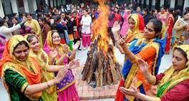 "College  girls wearing traditional colorful dress and performing Punjabi Gidda  on the occasion of ""Lohri festival celebrating at Amritsar on Tuesday, January 13 2015. EXPRESS PHOTO BY RANA SIMRANJIT SINGH"