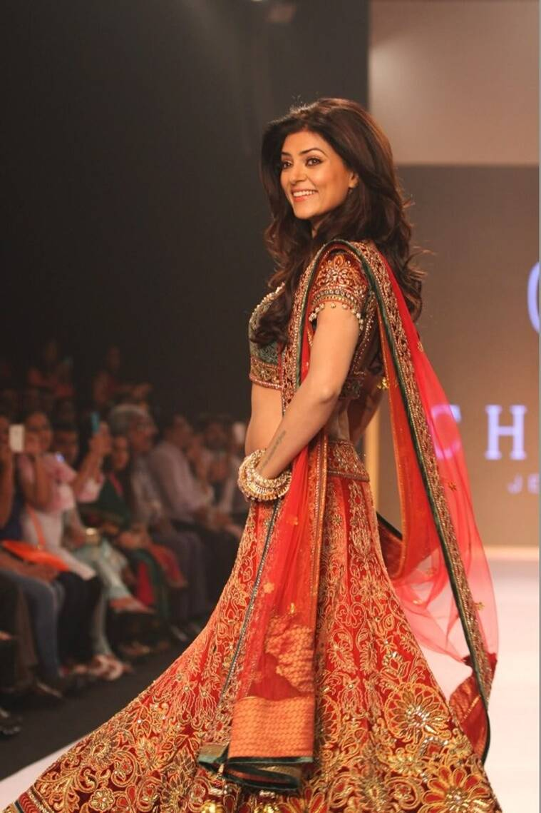 Sushmita sen hot in saree