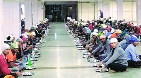 army aspirants, army aspirants pune, pune army exam, langar, army candidate eating at langar, Akola, Amravati, Nagpur, Chandrapur, Yavatmal, Wardha, Gondiya, army candidates, army hopefuls, army candidate living conditions, pune railway station
