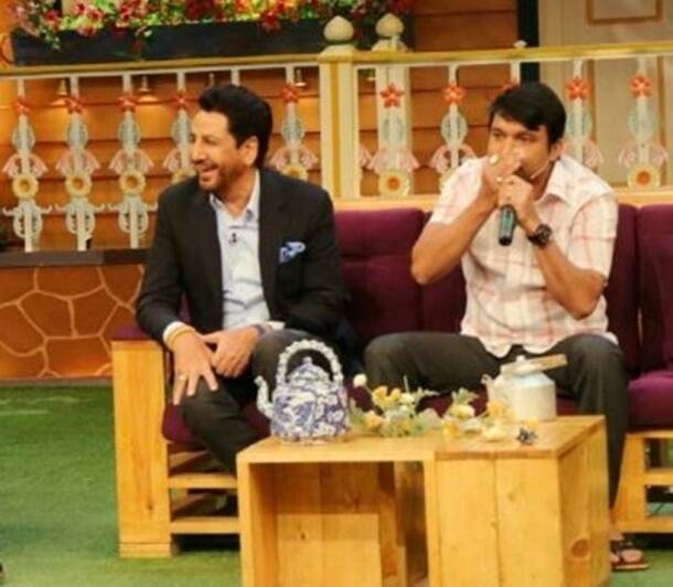 Comedian Kapil Sharma performs with Punjabi singer Gurdas Maan and gets his fan-moment on the show