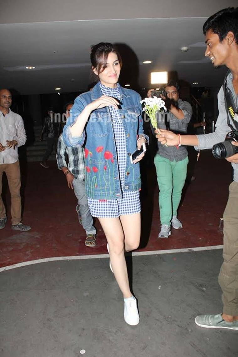 Kriti Sanon playing with floral prints on denim. (Source: Varinder Chawla)