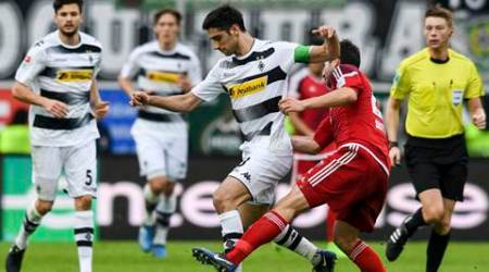 Stindl sets Moenchengladbach on way to 2-0 win