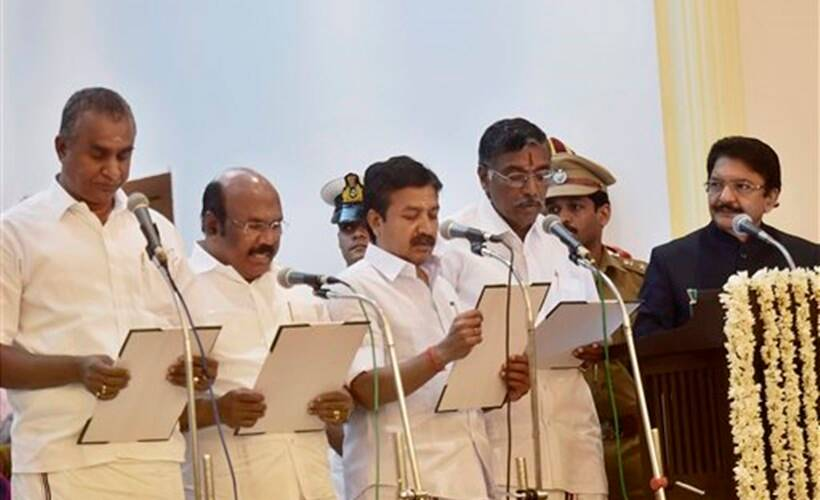 oath, raj bhavan, governor, c vidyasagar rao, sasikala faction, government, panneerselvam camp