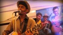 Watch: This Mumbai guy playing music to collect money for cancer patients is winning hearts all over