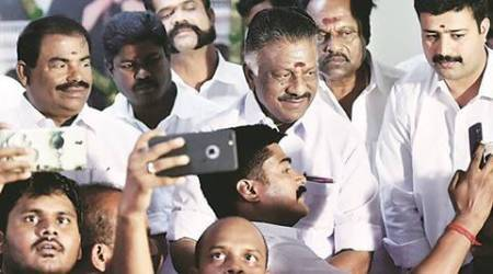 Tamil Nadu crisis: Six more MPs join O Panneerselvam camp, Sasikala puts up brave front