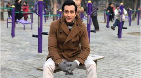Rahul Khanna breaksup and his fans give him a shoulder to cry on, but there is a catch!