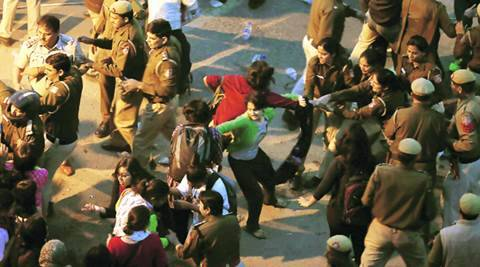 Ramjas violence: DCW issues notice to Delhi Police, says female protesters weremolested