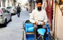 Punjab rickshaw puller pens book on experiences with passengers