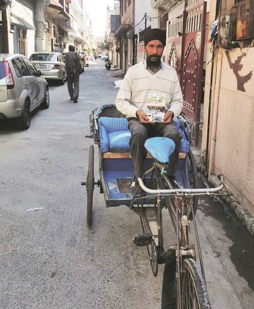 rickshaw puller, rickshaw puller passenger experience book, amritsar, rajbir singh, life on a rickshaw, rickshaw tey chaldi zindagi, sikh rickshaw puller book