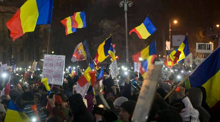 romania, romania demonstrators, romania protests, romania government, romania corrupt legislation, world news, US news