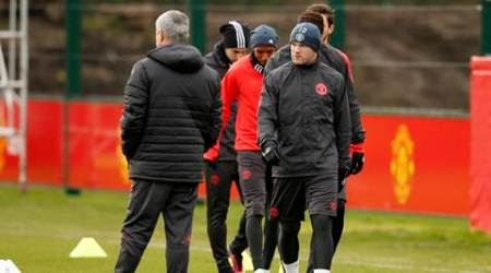 Manchester United's Wayne Rooney and manager Jose Mourinho (L) during training