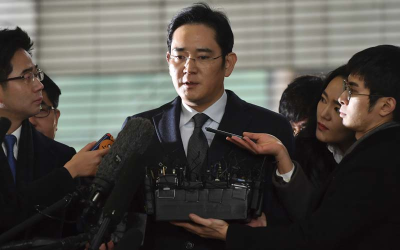 Samsung, Samsung Electronics, Samsung chief Jay Y Lee, Jay Y Lee, Choi Gee-sung, Samsung chief Jay Y Lee arrest, Samsung chief arrested, Samsung chief bribery case
