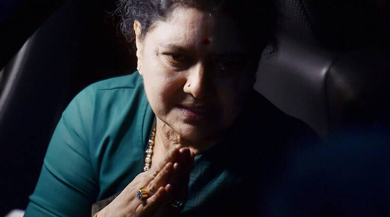 AIADMK General Secretary VK Sasikala leaves from Koovathur Resort to Poes Garden, Chennai on Tuesday. (PTI Photo)