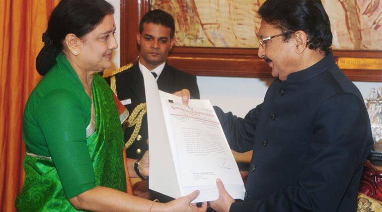 Sasikala giving list of MLAs to Tamil Nadu governor.
