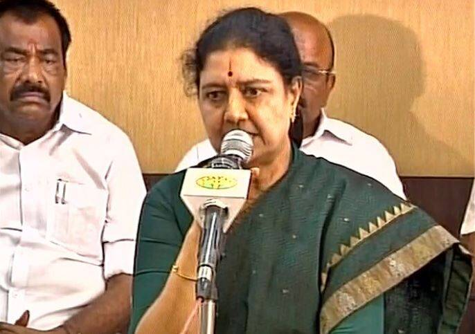 sasikala, sasikala convicted, DA case, sasikala news, sasikala verdict, supreme court, sasikala da case verdict, sasikala court case, sasikala case decision, sasikala verdict, DA case. O Panneerselvam, tamil nadu, tamil nadu crisis, tamil nadu live updates, supreme court, india news
