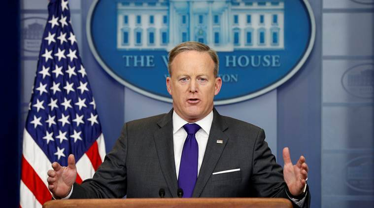 Sean Spicer, Spicer, Spicer video, Spicer Apple store incident, woman questions Sean Spicer, Donald Trump, Trump Spicer, US news, world news, latest news, indian express