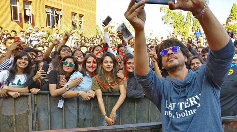 People are going crazy about this girl in Shah Rukh Khan's photo