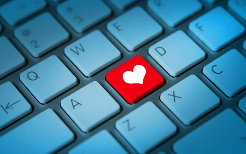 Valentines Day, Valentines Day 2017, Valentine's Day 2017, online dating, Online Dating, Online Dating safety, Norton Online Day tips, Online dating India, Tinder, Truly Madly, social media, technology, technology news